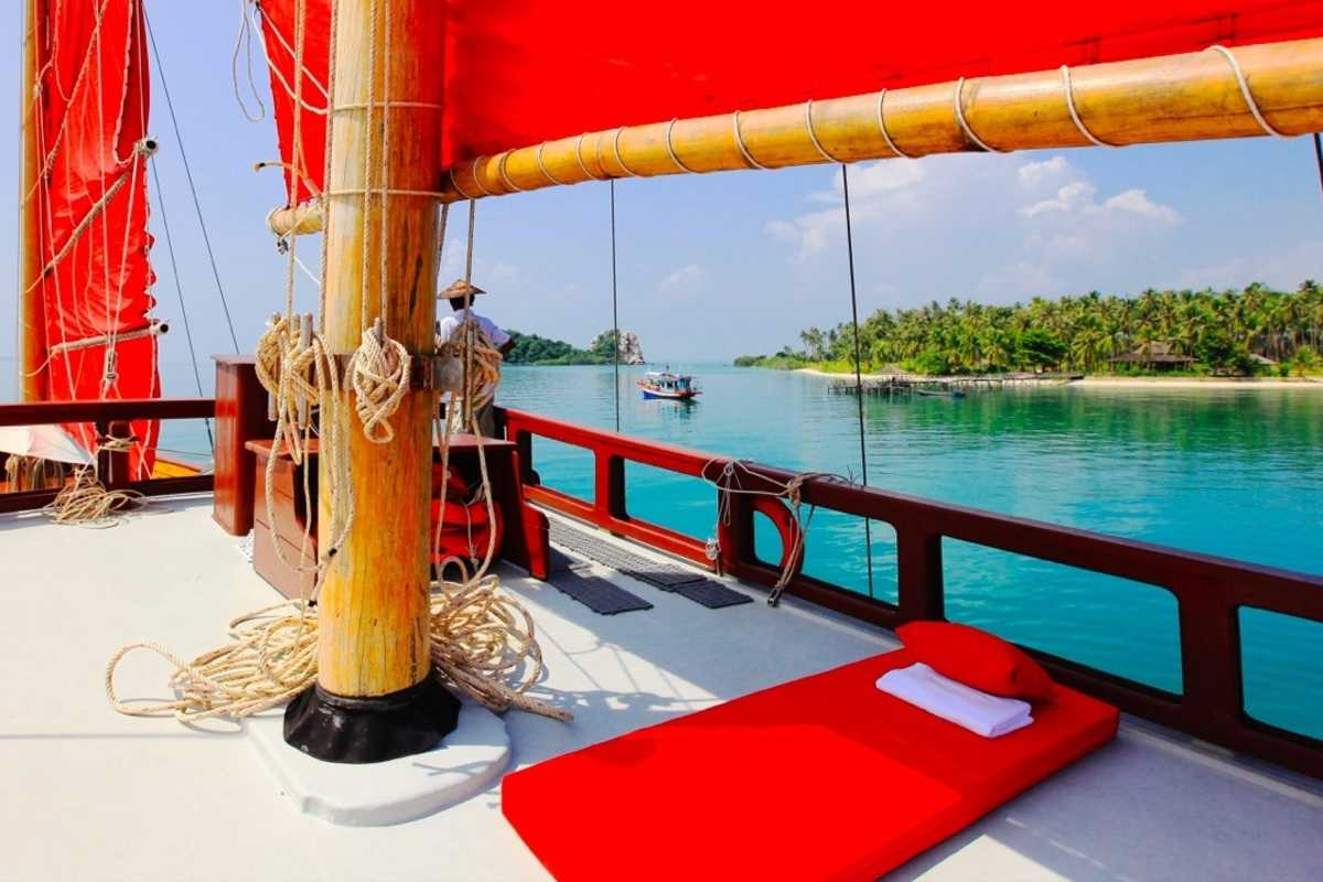 Sailing Yacht Cruising Experience Around Koh Samui/ Koh Phangan