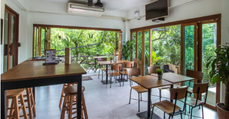 The Peace Hostel ราชบุรี โฮสเทลใกล่ตลาดน้ำดำเนินสะดวก